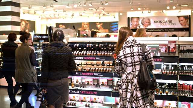Coronavirus-driven makeup, beauty sales decline expected to continue