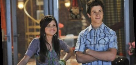 David Henrie Reveals Selena Gomez & 'Wizards of Waverly Place' Stars Are All 'Down' For A Reboot