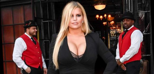 Jessica Simpson shows off abs after 100-lbs. weight loss