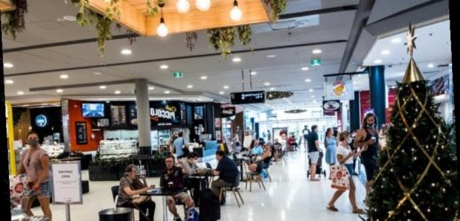 Christmas drives Warringah Mall shoppers to ignore advice on virus