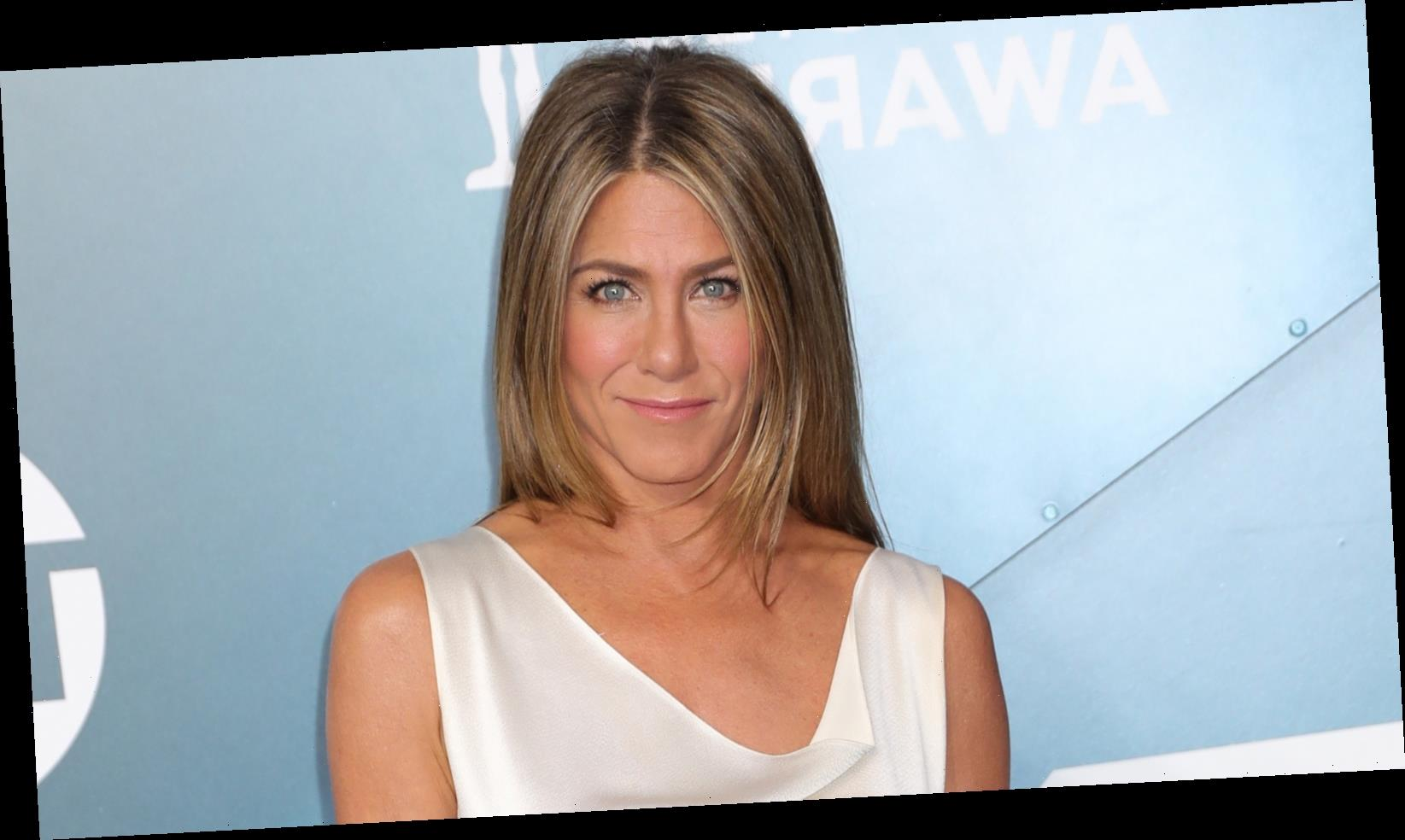 Jennifer Aniston's Pandemic Ornament Has The Internet Divided