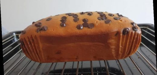 People are making amazing chocolate chip cakes in their slow cookers and you only need three ingredients