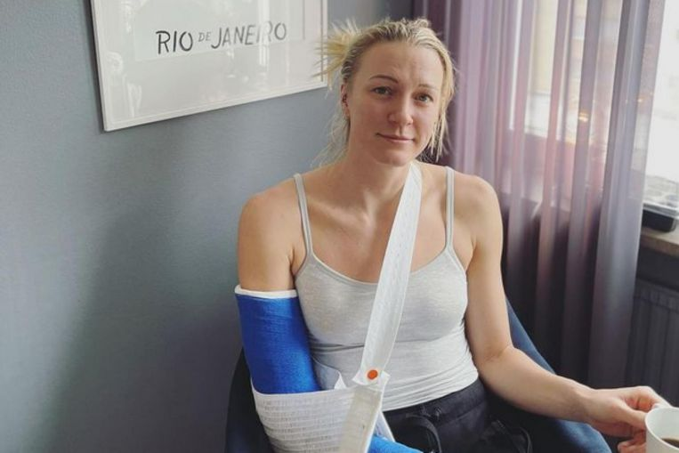 Swimming: Sjostrom breaks elbow on ice, under six months from Olympics