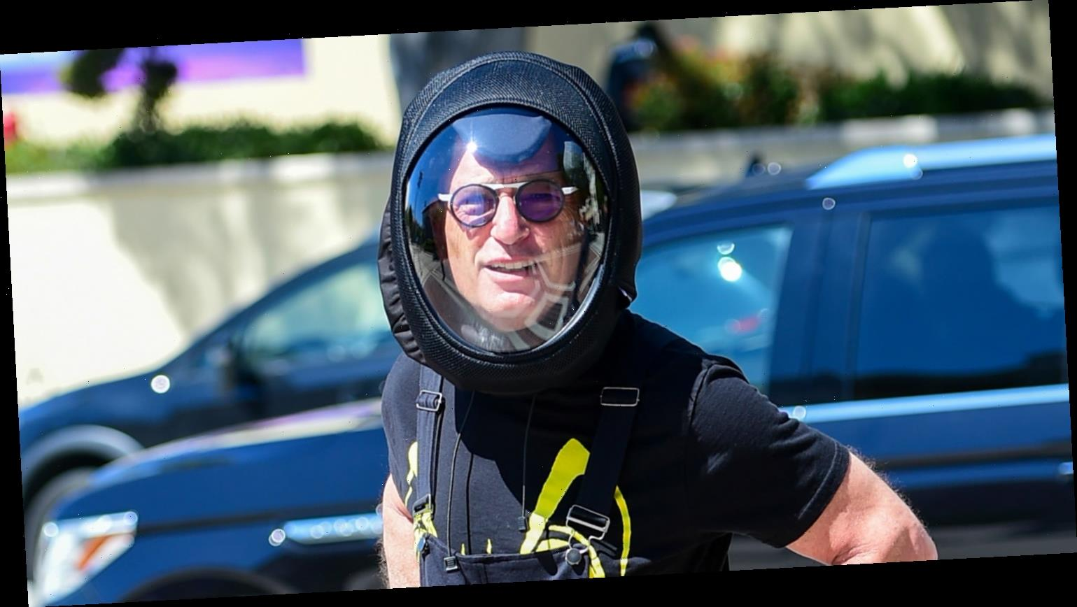 Howie Mandel Protects Himself from COVID-19 in Astronaut Helmet While Out in L.A.