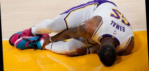 LeBron James sprains right ankle in loss, out indefinitely