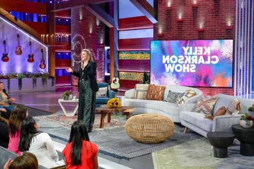 'The Kelly Clarkson Show' To Take Over Ellen DeGeneres' Daytime Slot By 2022