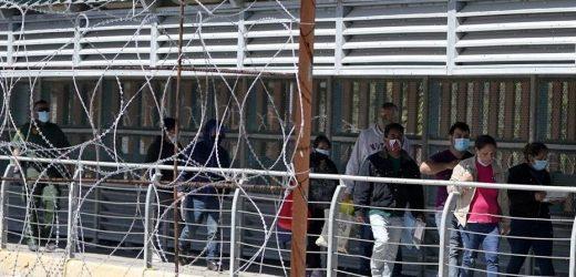 Arizona Border Patrol agents nab more than 1,600 migrants over the weekend