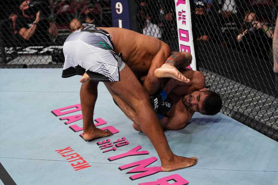 UFC 262: Watch MMA legend Jacare Souza suffer a horrific broken arm in submission loss to Andre Muniz