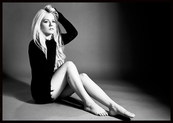 Avril Lavigne Makes TikTok Debut With 'Sk8er Boi' Tony Hawk