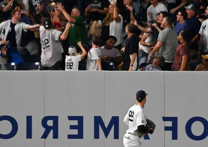 Full crowd sees Yankees come up short against A's