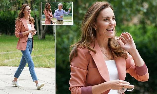 Kate Middleton dresses down for visit to London Natural History Museum