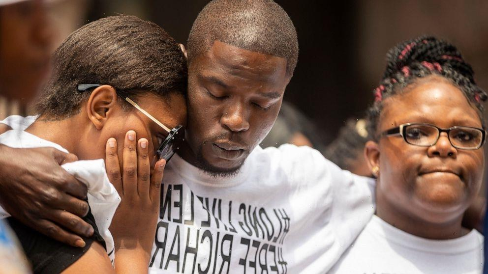 Family seeks charges against Minneapolis cop in fatal chase