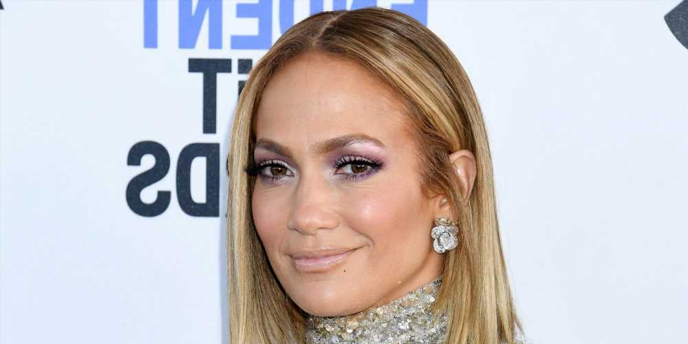 Jennifer Lopez Shows off Her Natural Curls on the Way to a Photoshoot