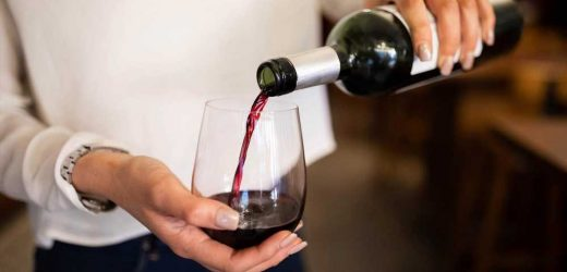 Light drinking linked to fewer risks in heart disease patients: study