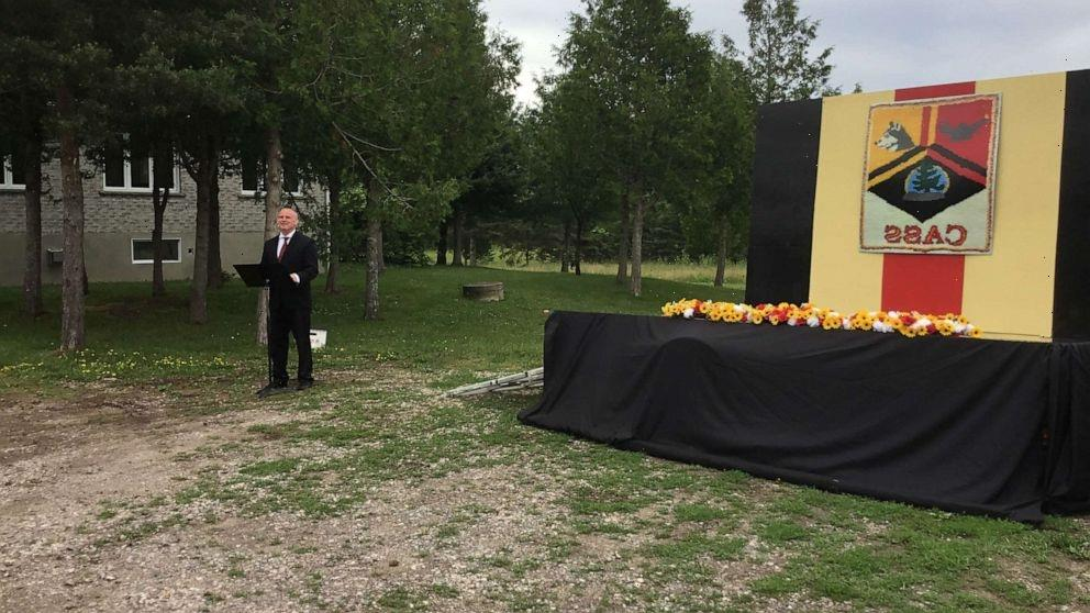Teacher builds mobile graduation stage so students can receive their diplomas