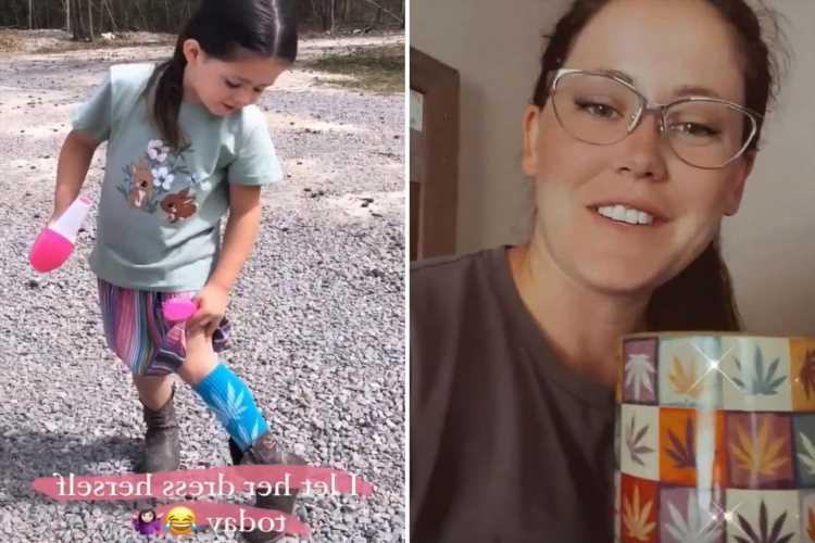 Teen Mom Jenelle Evans drinks out of marijuana mug after she's slammed for dressing daughter in pot-printed socks