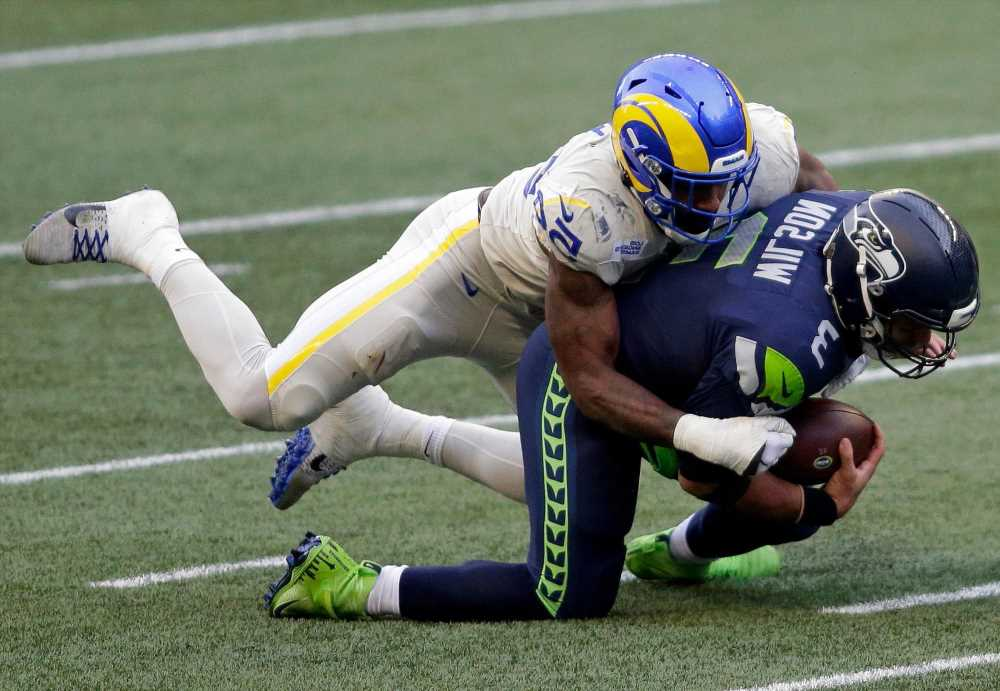 Fantasy football: Don't waste your early picks on defense, special teams