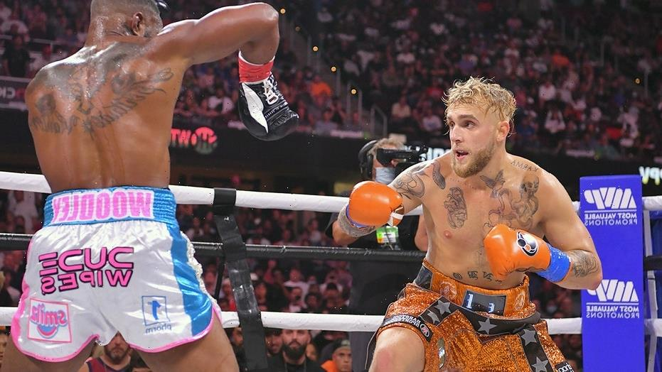 Jake Paul, Tyron Woodley take issue with judges' scorecards during bout