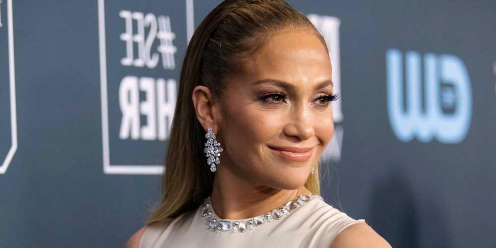 Jennifer Lopez Expertly Matched Her Stilettos to Her Shirtdress