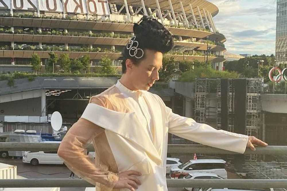 Johnny Weir responds to criticism of his Olympics closing ceremony outfit