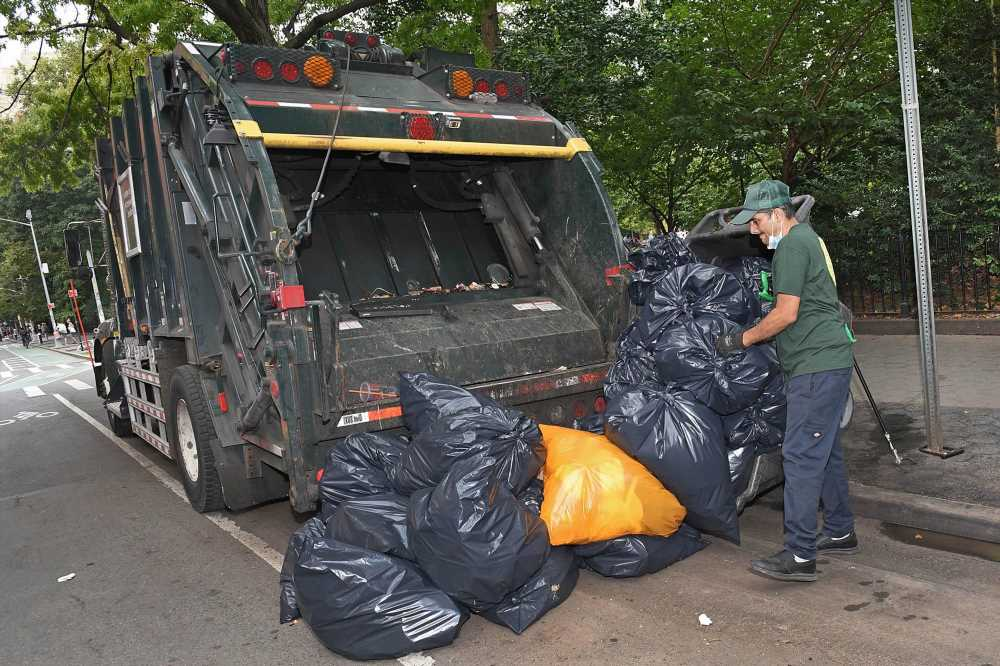 Parks Department garbage truck stinks up Washington Square Park