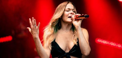 At 39, LeAnn Rimes' Super Sculpted Abs And Legs Rule The Stage In A Bra Top And Shorts At Merlefest 2021