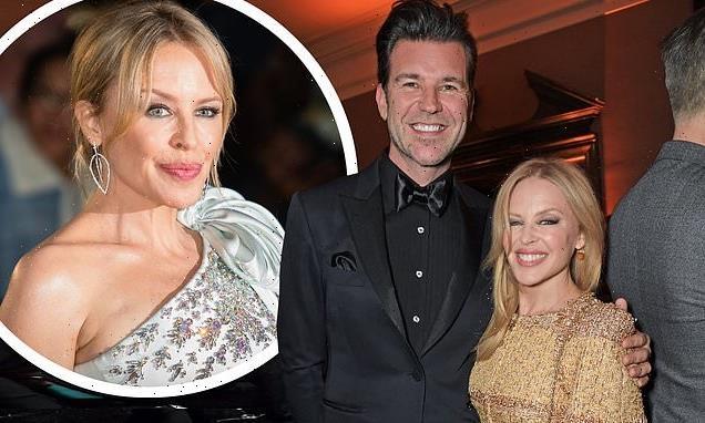 Kylie Minogue 'reunites with boyfriendPaul after 9 months apart'