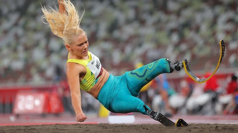 Low breaks long jump world record to win Australia's third athletics gold